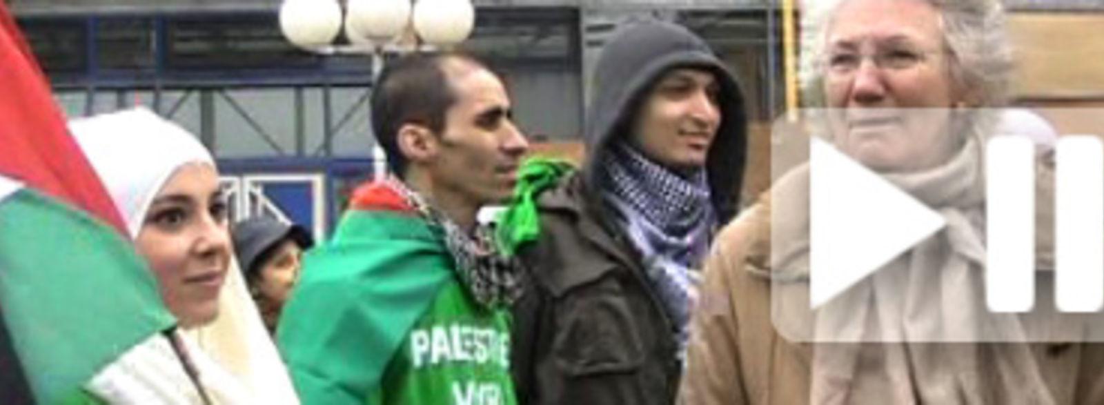 Des militants de la campagne de boycott  des produits israéliens «BDS» devant les tribunaux