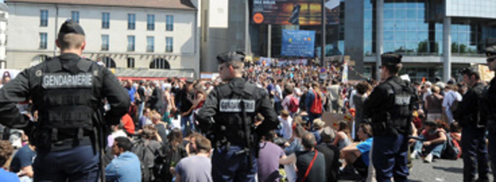 La police expulse les «Indignados» parisiens