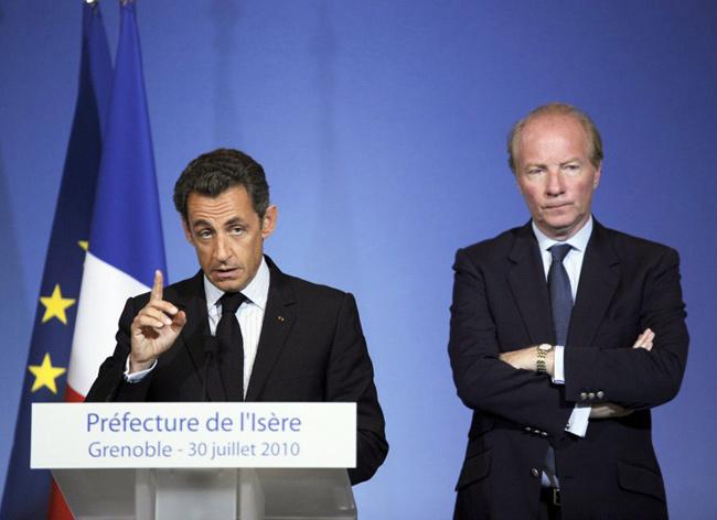 Nicolas Sarkozy et Brice Hortefeux, le 30 juillet 2010 à la préfecture de l'Isère à Grenoble. - AFP / Philippe Desmazes