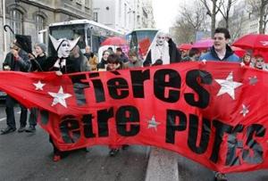 Un collectif d'associations de défense des droits des prostitués, le 22 mars 2008 à Paris - AFP / Pierre Verdy