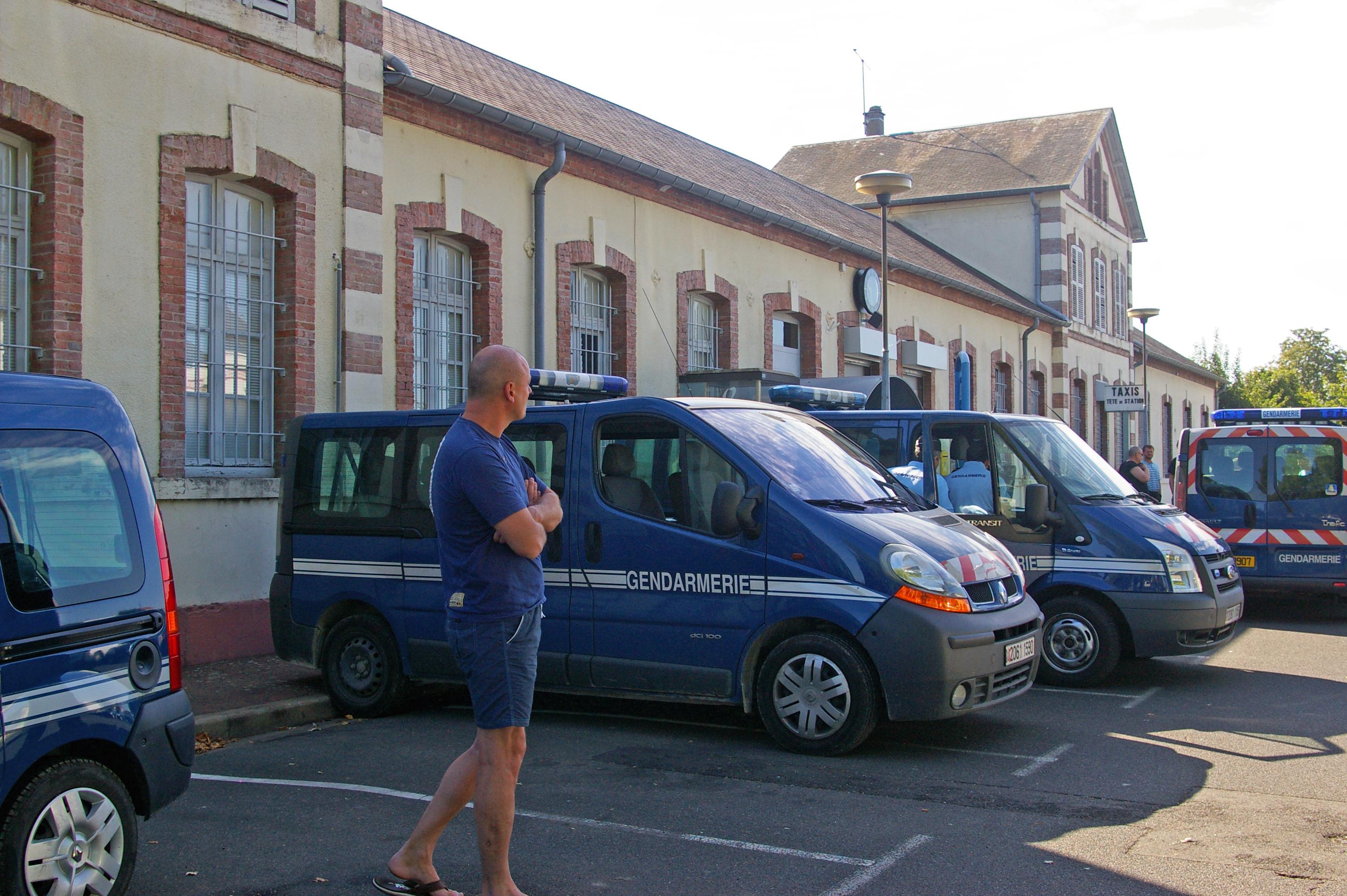 Déploiement des gendarmes en gare de Gien (Loiret)