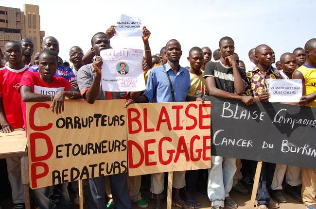 Manifestation à Ouagadougou sur le coût de la vie et contre le regime de Compaoré, Ouagadougou, le 30 avril 2011. - Photo : AFP / Ahmed Ouoba