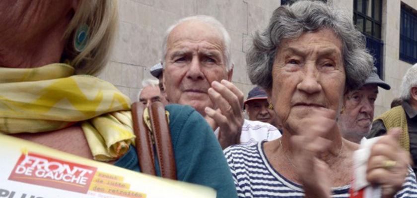 Les retraités battent le pavé face à la crise