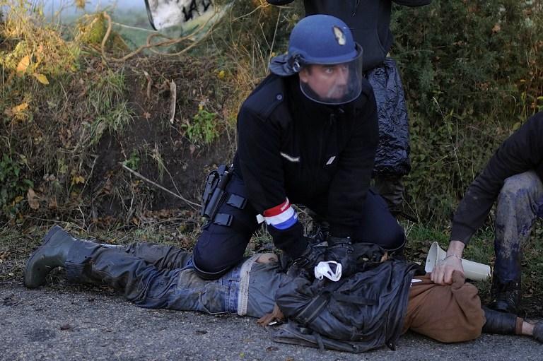 Arrestation à Notre-Dame-des-Landes, lundi 26 novembre 2012. - AFP / Jean-Sebastien Evrard