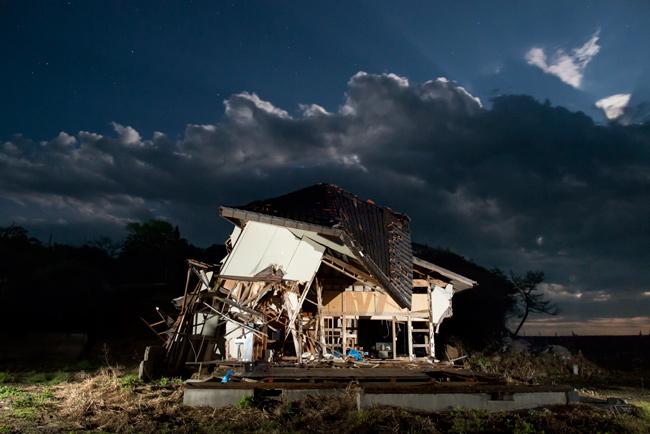 Maison touhée par le Tsunami de la ville d'Odaka à 15 km de la centrale nucléaire. Les travaux de démolition n'ont pas commencé du fait de la fermeture de la zone tinterdite contrairement au nord du pays.