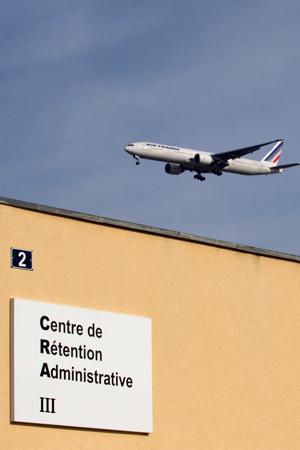 Illustration - Expulsions : comment la France contourne le droit international
