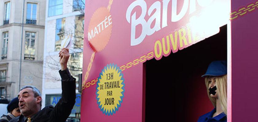 Barbie ouvrière, à l'image des travailleurs chinois