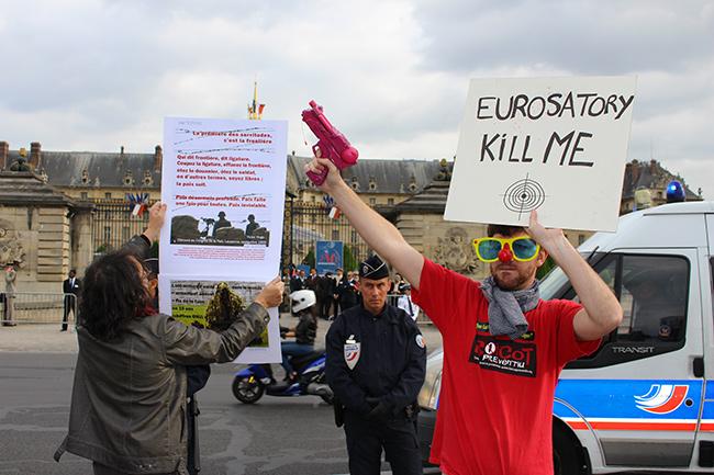 Illustration - Eurosatory, supermarché de l'armement - Crédits : Lena Bjurström/Politis