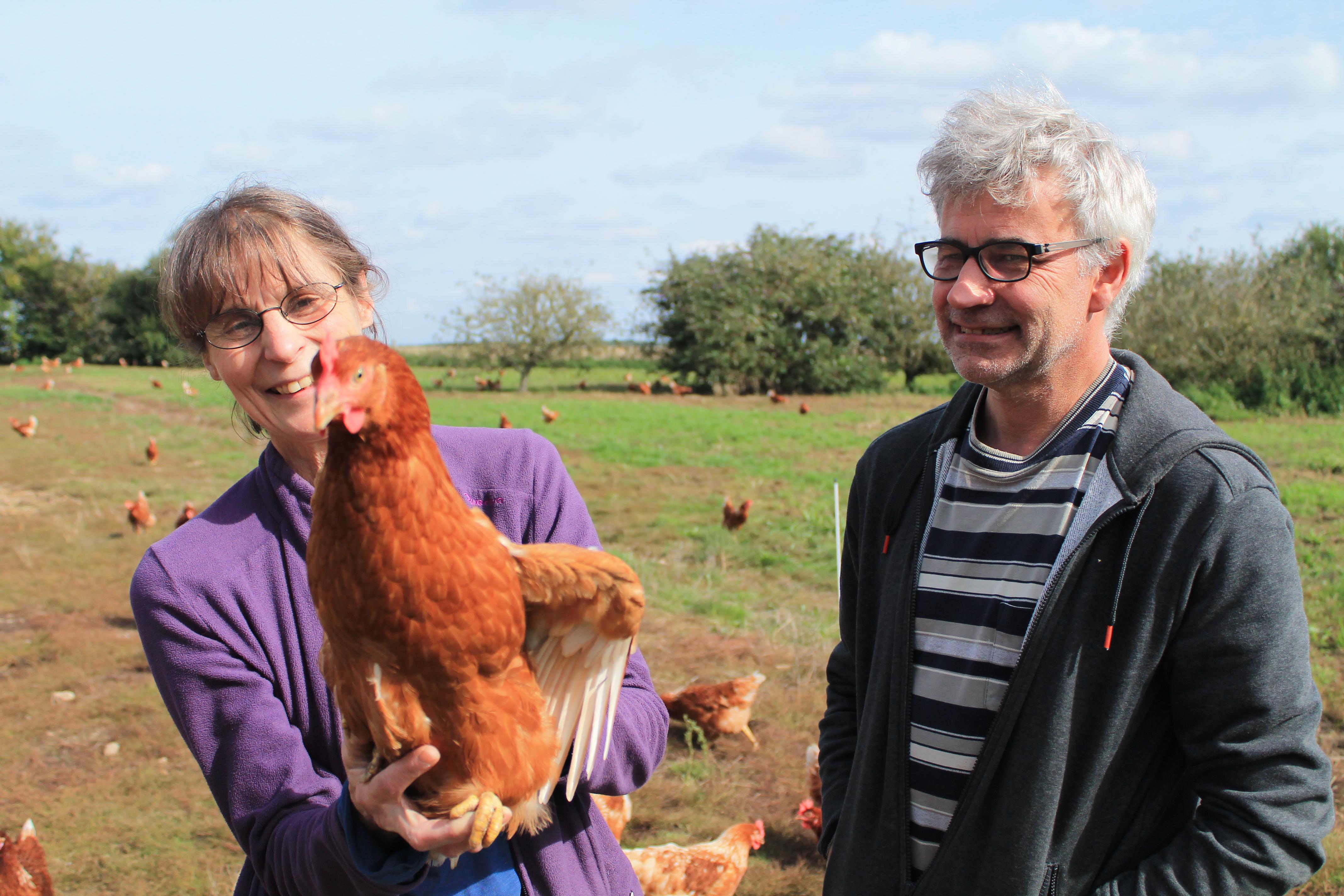 Les Bignon regrettent la taylorisation du travail agricole. «Nous prenons une heure chaque jour pour ramasser les œufs. Dans certaines exploitations, ils ramassent toute la journée!» - Sasha Mitchell