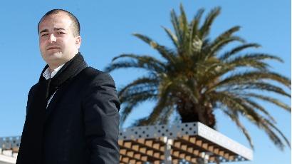 Fréjus : le maire FN fait arracher des arbres pour Johnny Hallyday