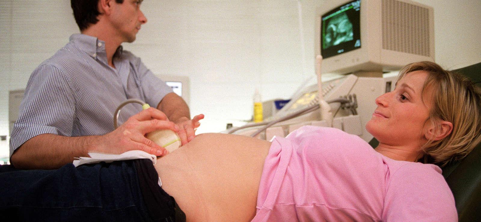 Enfants nés de mères porteuses : la France de nouveau condamnée