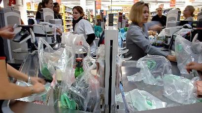 Interdiction des sacs plastiques: une affaire en or pour la grande distribution