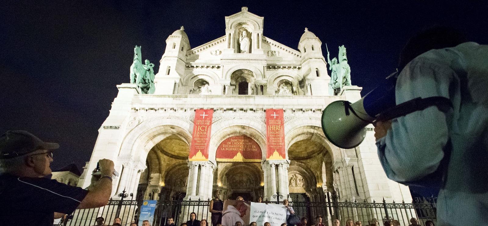 « J'ai demandé à mes amis de venir dimanche devant Notre-Dame-de-Paris »