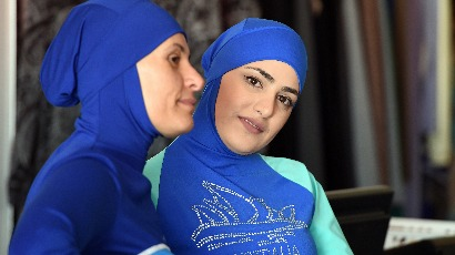 Des féministes condamnent les arrêtés anti-burkinis