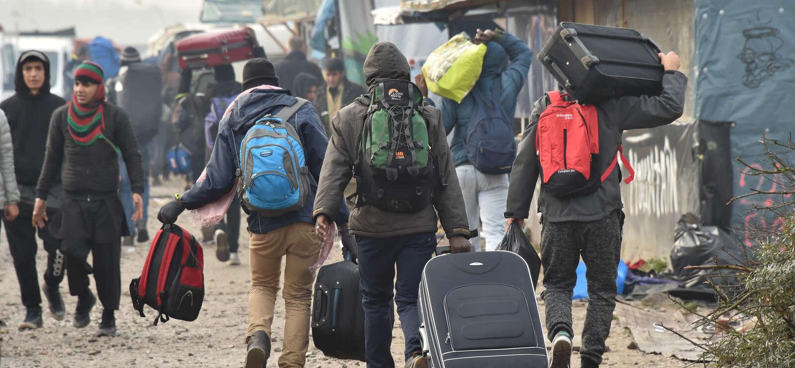 Calais : la« jungle » en cours d'évacuation