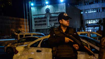 En Turquie, la chasse aux élus pro-Kurdes continue