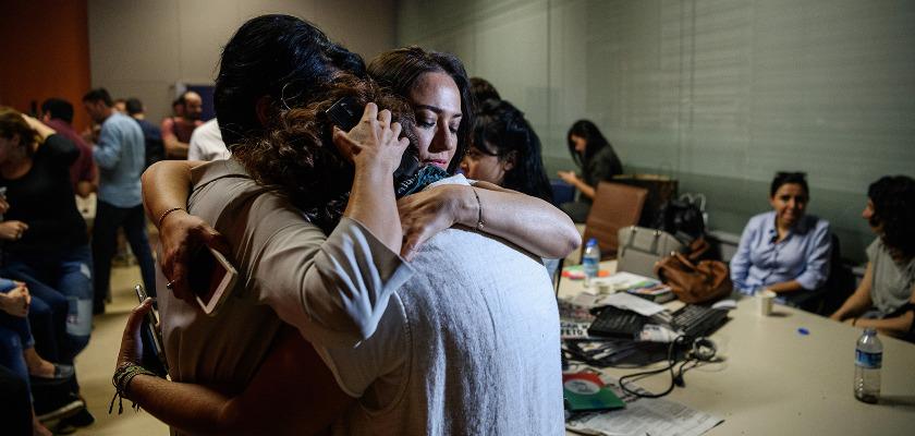 La présentatrice turque Banu Güven témoigne de l'anéantissement du journalisme d'opposition