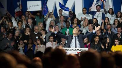 Macron abat ses cartes