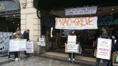 En grève, les salariés de la Fnac Champs-Elysées ne baissent pas les bras