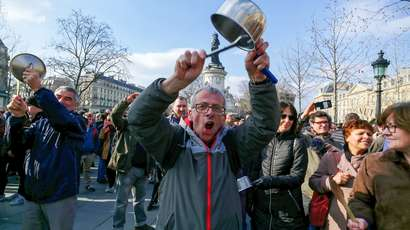 En France, le mouvement contre la corruption est lancé