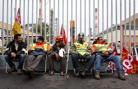 Piquet de grève à la raffinerie de Grandpuits (Photo AFP)