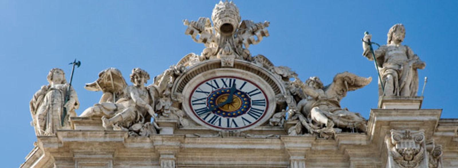 Valls au Vatican pour la canonisation de deux papes, le PS choqué