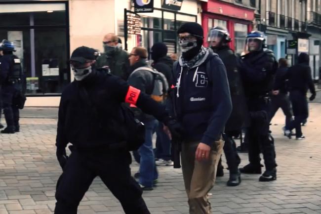 Policiers français avec des masques de tête de mort, Nantes 2 novembre 2014