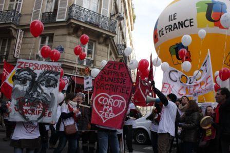 Manifestation  rue de Grenelle.  Décembre 2014. Crédit: Rafif Rifaï