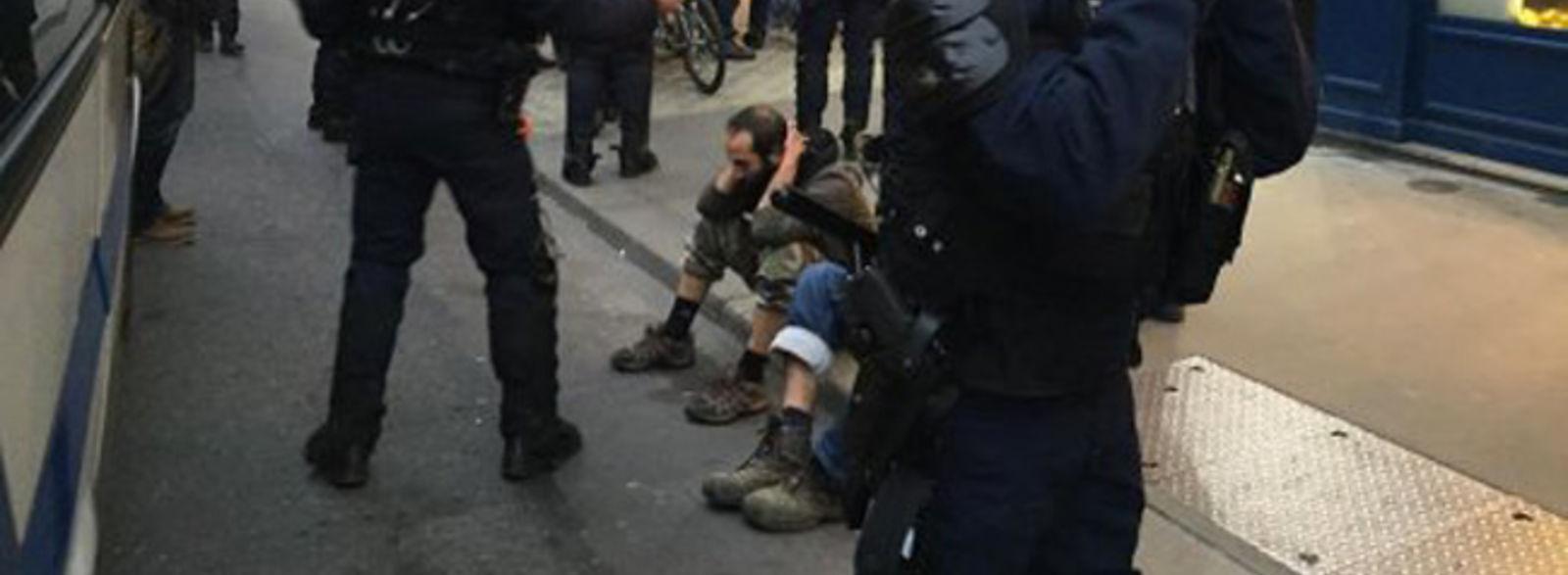 Scène de chasse aux sorcières dans Paris en marge de la COP21