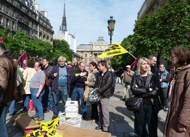 Jeudi 14 juin, 500 postiers d'Île-de-France protestaient contre l'assignation de collègues au tribunal par la direction de la Poste