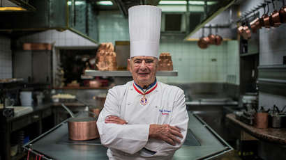Paul Bocuse rend son tablier